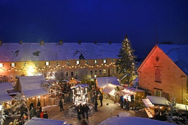 Weihnachtsmarkt mit Adventskalender © Festung Königstein