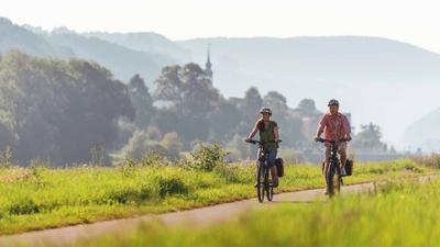 Radfahrer auf dem Elberadweg bei Bad Schandau, Foto: Felix Meyer/Elberadweg