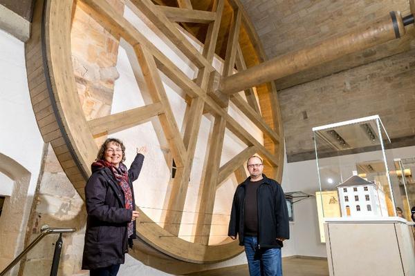 Brunnenhaustretrad mit Dr. Angelika Taube und Kurator Ingo Busse / Foto: Marko Förster