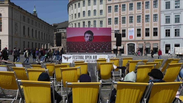 KURZFILM-OPEN-AIR auf dem Dresdner Neumarkt (2019) © Elena Pagel / Filmfest Dresden