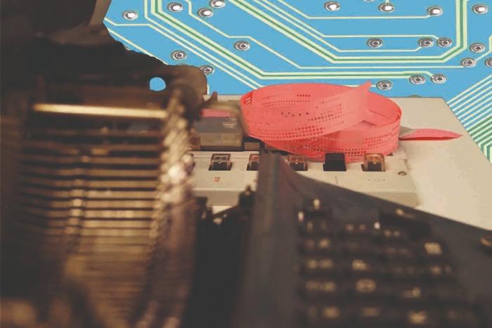 Lochstreifen auf dem Datenerfassungsgerät C8033. Foto ZCOM
