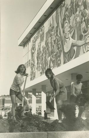 Erdarbeiten an den Beeten, März 1969 (Eberhard Huste), Stadtmuseum Dresden