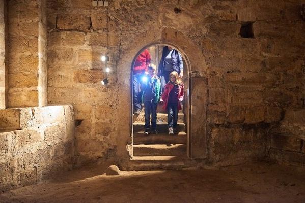 Kinder auf Entdeckungstour auf der Festung Königstein. Foto: Achim Meurer
