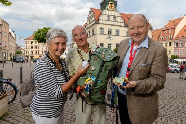 Christa und Stephan Kuhnig (l) Klaus Brähmig (r) - Marktplatz Pirna - Foto Marko Förster