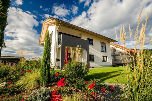 Eigenheim in Sachsen: Ein modernes Paradies für die ganze Familie mit viel Natur