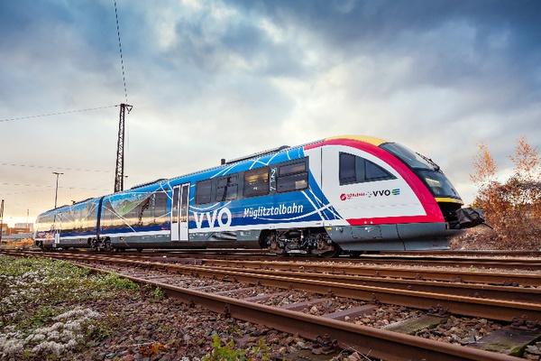 Mitteldeutsche Regiobahn (MRB), gebrandeter Triebwagen im Müglitztal, Foto L. Neumann © VVO GmbH