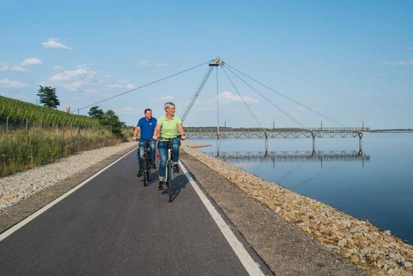 Radfahrer am Großräschener See. © Tourismusverband Lausitzer Seenland e.V., Nada Quenzel