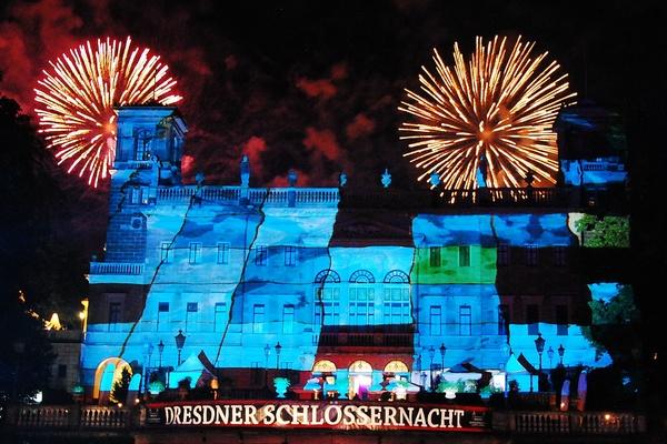 Illuminierte Fassade Schloss Albrechtsberg (Foto: First Class Concept)