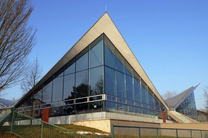Dresdner Ruderzentrum, Bau von Ulrich Müther