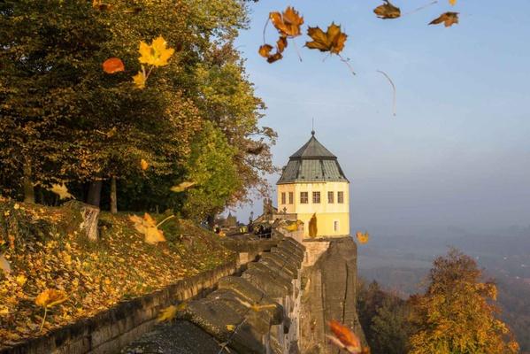 Die Friedrichsburg auf der Festung Königstein im Herbst. Foto: Matthias Neumann