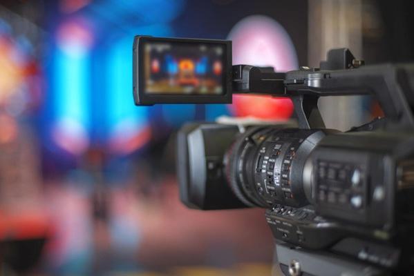 Bei einer Quizshow im TV kann oft eine Menge gewonnen werden. Doch wie schafft man es überhaupt in eine solche Show? stock.adobe.com © Aliaksei
