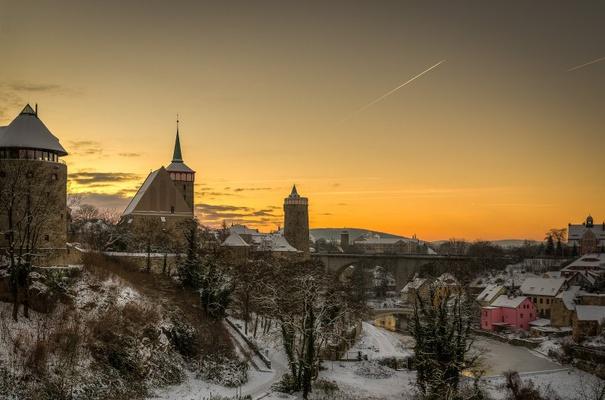 Winterabend über der Spree in Bautzen mit Michaeliskirche, Alter Wasserkunst und Friedensbrücke - Foto: Peter Wilhelm