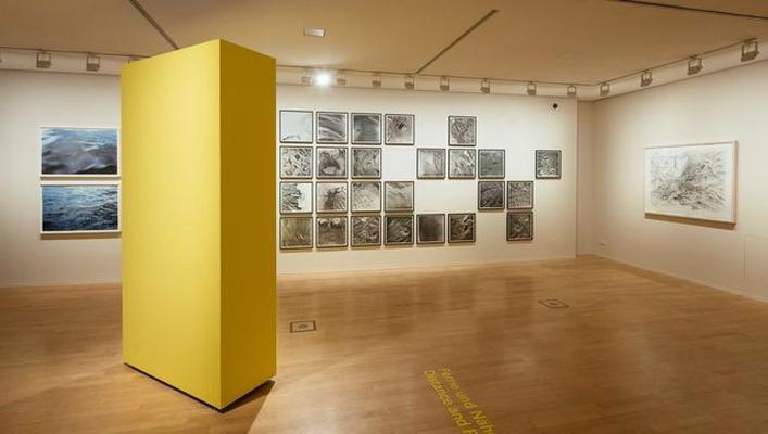 "Ausstellungsansicht ""Crossing Borders"" © Roni Horn; Olafur Eliasson; Julie Mehretu; SKD, Foto: Oliver Killig"