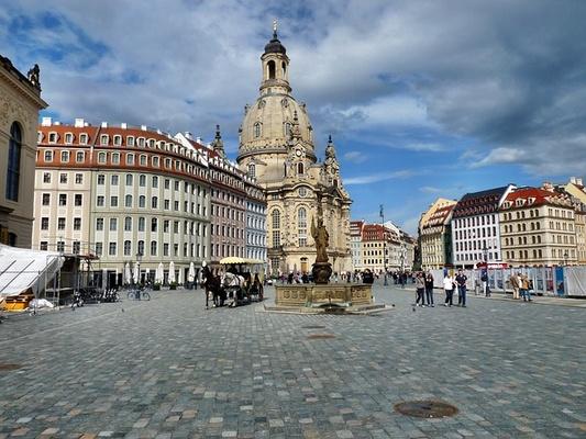 Neumarkt mit Frauenkirche (Quelle: Pixabay)