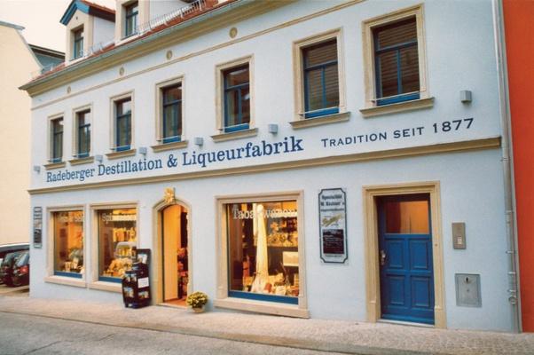 Die Radeberger Destillation und Liqueurfabrik. Foto:  Radeberger Destillation und Liqueurfabrik