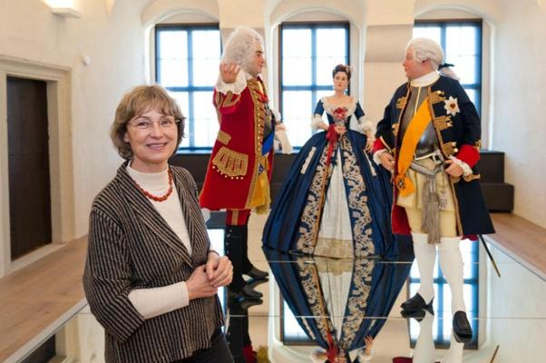 Dr. Angelika Taube in der Ausstellung In lapide regis - Foto Sebastian Thiel