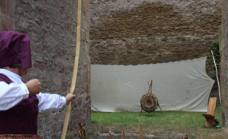 Bogenschießen wie in der Ritterschule   Schloss Rochlitz – Nancy Baumert