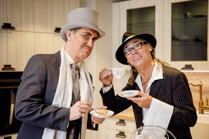 Leibwächter Schlicht serviert dem Paten Tee / Foto Michael Schmidt