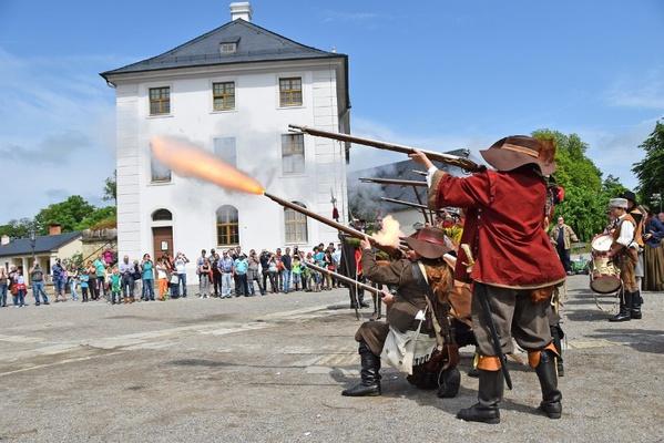 Musketiere vor dem Brunnenhaus auf der Festung Königstein, Foto: Festung Königstein gGmbH