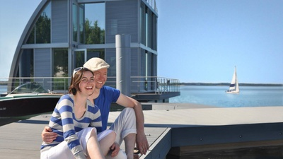 Schwimmendes Ferienhaus am Geierswalder See © Tourismusverband Lausitzer Seenland e.V., Nada Quenzel