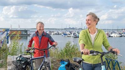 Radfahrer an der Marina Klitten am Bärwalder See. © Tourismusverband Lausitzer Seenland e.V., Nada Quenzel