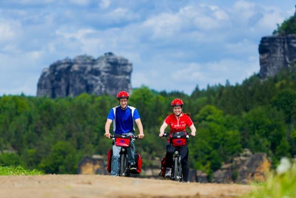 Radfahrer im Elbsandsteingebirge. © Elberadweg  Süd / Dittrich