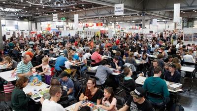 Spiele nach Lust und Laune ausprobieren auf der Spielwiese; Foto: Leipziger Messe / Alexander Schmidt