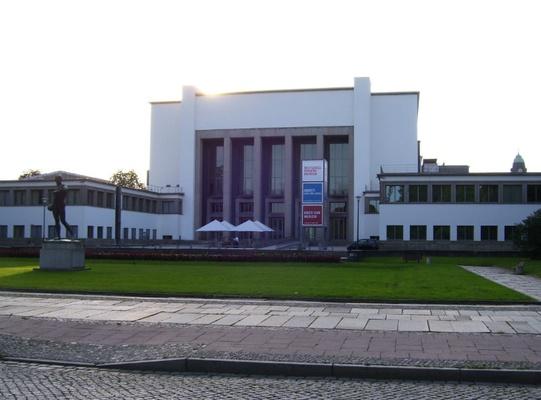 Blick auf das Hygienemuseum Dresden